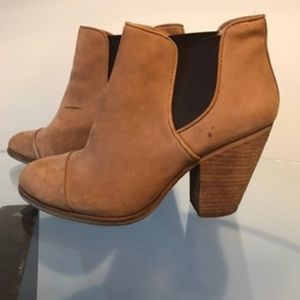 Vince Camuto Bootie 8.5/38.5